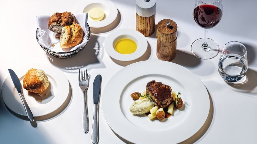 """SWISS offers a comprehensive """"Best of SWISS Taste"""" menu in First and Business"""